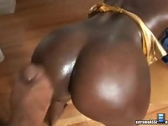 Extreme Asses: That snake Mahlia has an ass to die for, I mean a super sexy shape!!